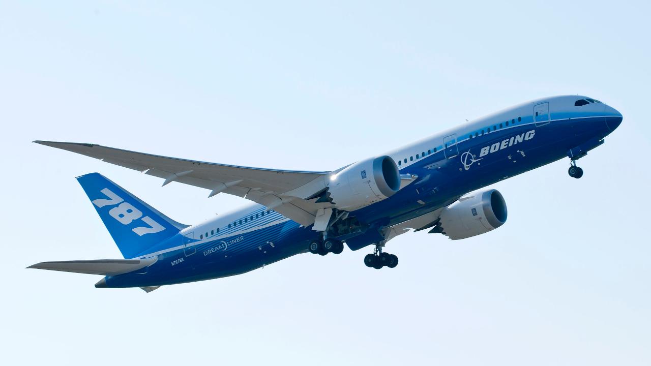 طيران الإمارات يوقع طلبية لشراء 30 طائرة بوينغ 787