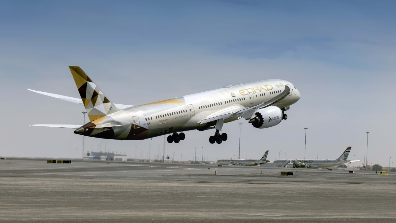 الاتحاد للطيران تعلن عن إضافة المزيد من الرحلات الصيفية إلى الإسكندرية وصلالة