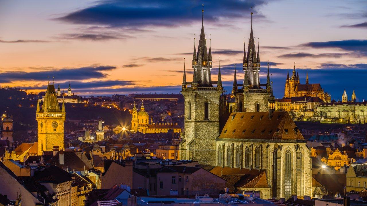 العربية للطيران تستأنف رحلاتها إلى العاصمة التشيكية براغ
