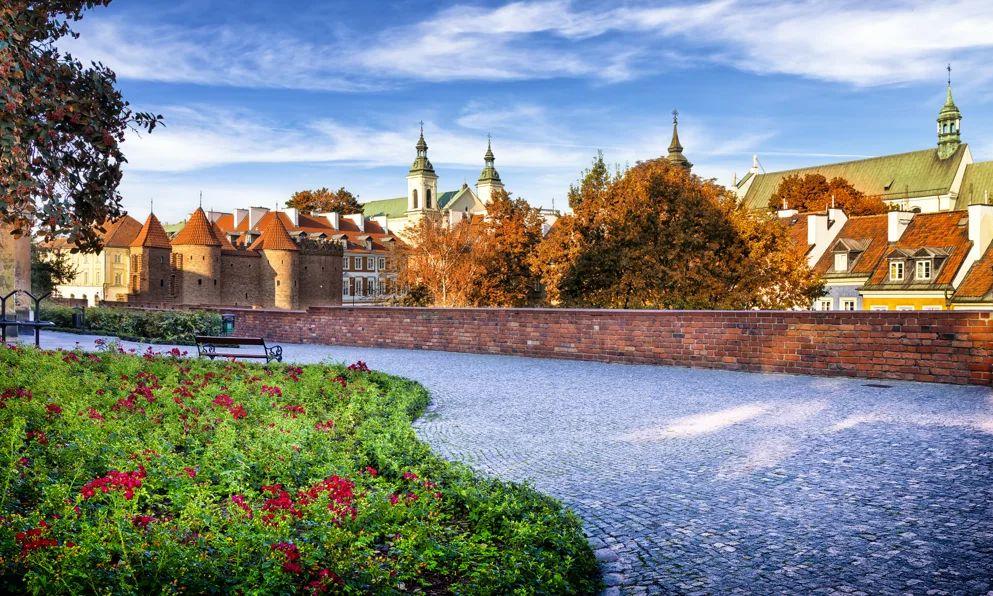 فلاي دبي تشغّل رحلات يومية إلى العاصمة البولندية وارسو